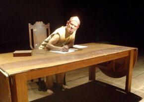 Confissões sexuais polêmicas no espetáculo Diário de um sedutor no Teatro Gamboa Nova