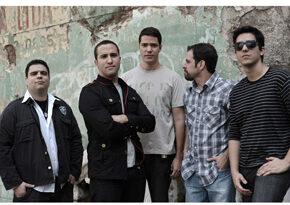 A banda DeGales apresenta influências do rock britânico em noite open bar