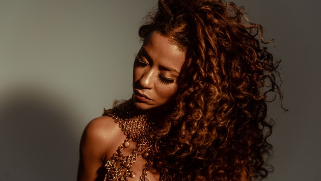Ana Mametto apresenta álbum Saudação no Domingo no TCA desta semana