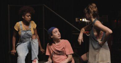 Descoberta da sexualidade é tema da versão audiovisual do espetáculo Dois a Duas